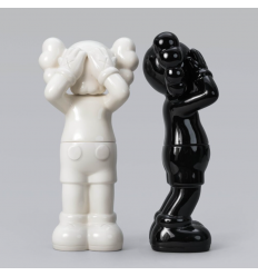 Sculpture HOLIDAY UNITED KINGDOM 2021 CONTAINERS by KAWS